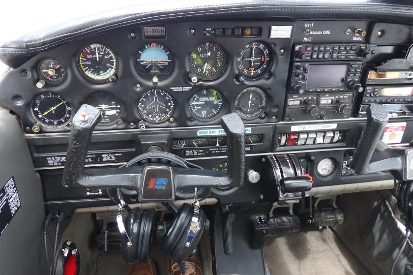 Cockpit Piper Cherokee